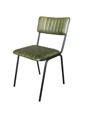 De stoel Maxim is stapelbaar.